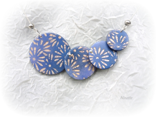 batik, collier, bleu, ronds